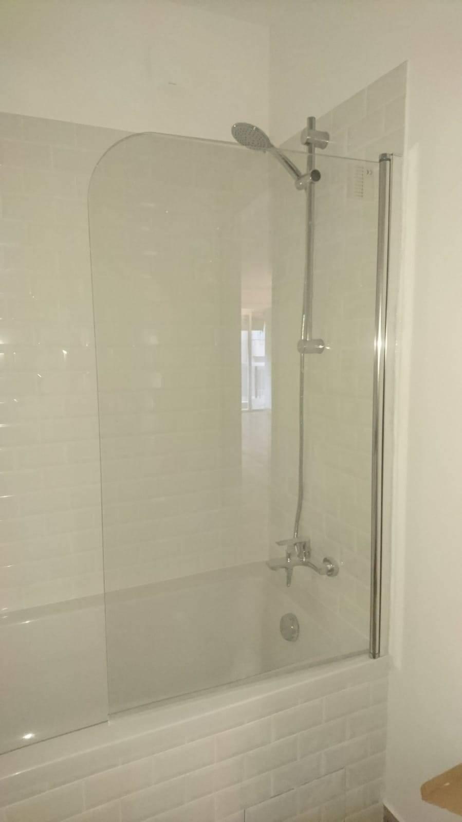 Salle De Bain Antibes rénovation complète du sol et de la salle de bain, sur